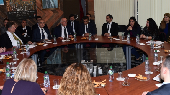 Minister Avcı meets teachers at the Turkish Embassy in Paris